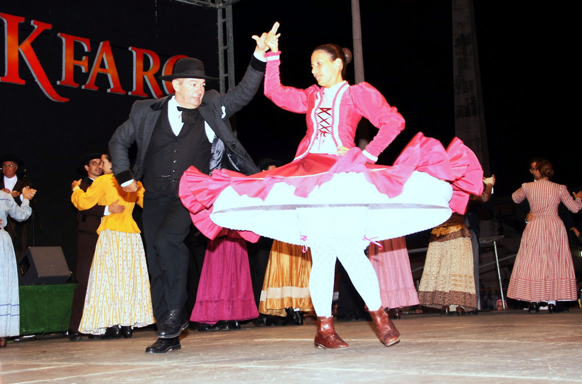 Portuguese culture traditional dance at Folkfaro
