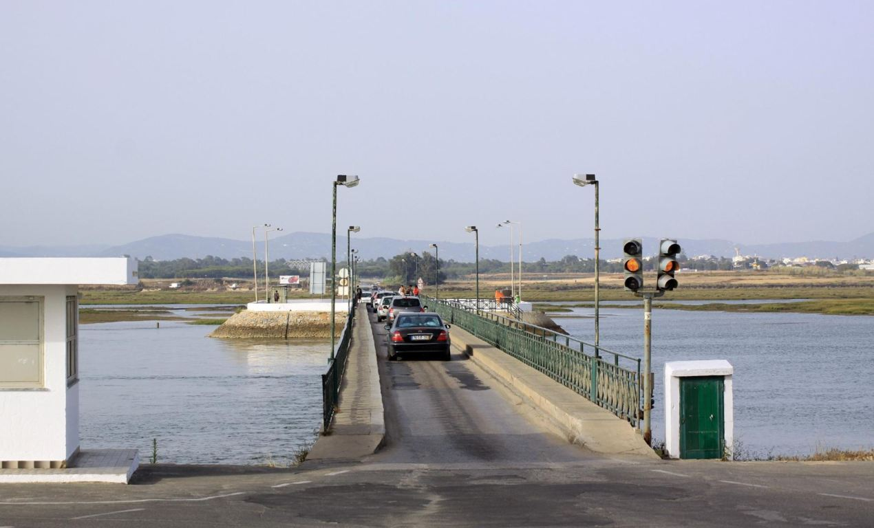 Bridge connecting Faro beach to the mainland