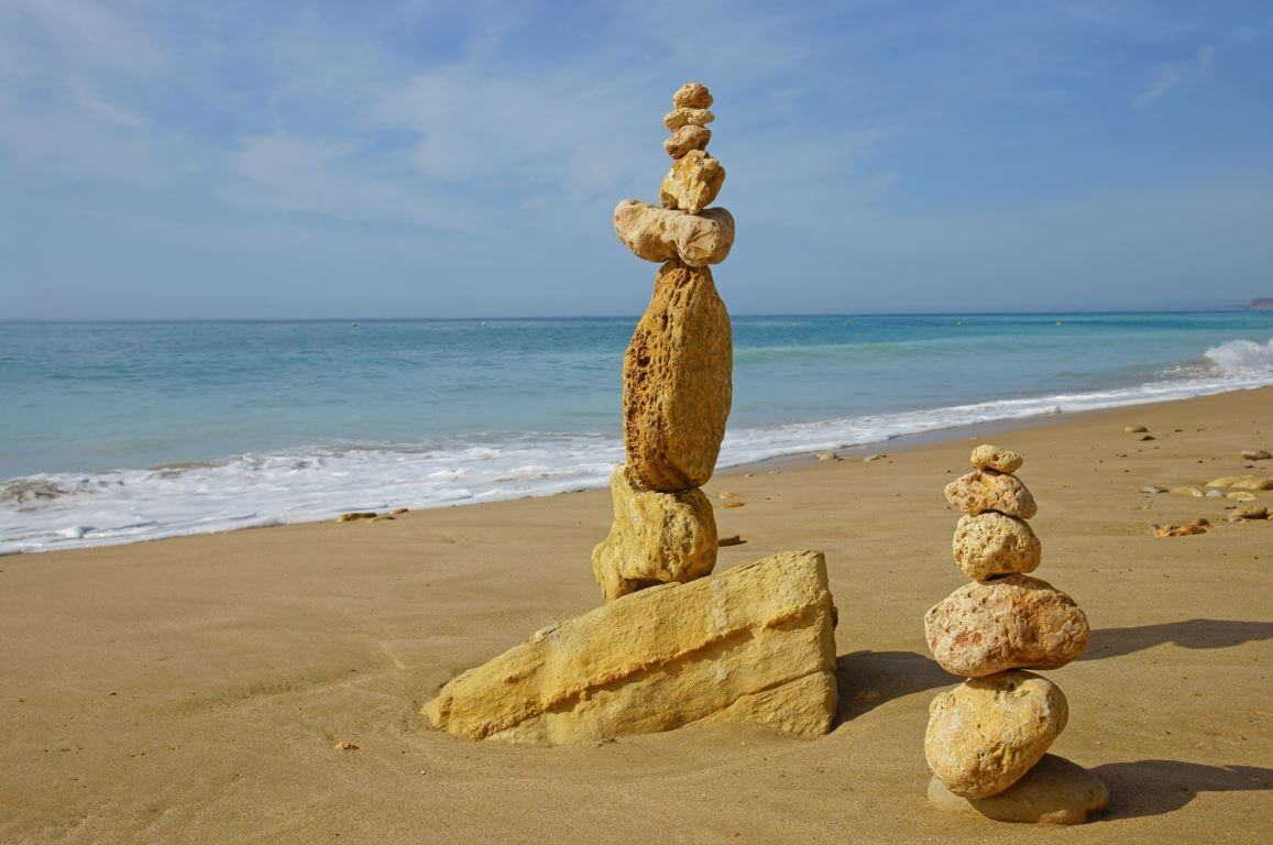 Stone structures on Porto de Mós beach