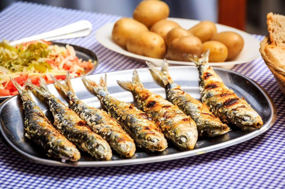 Sardines with potatoes, bread and salad