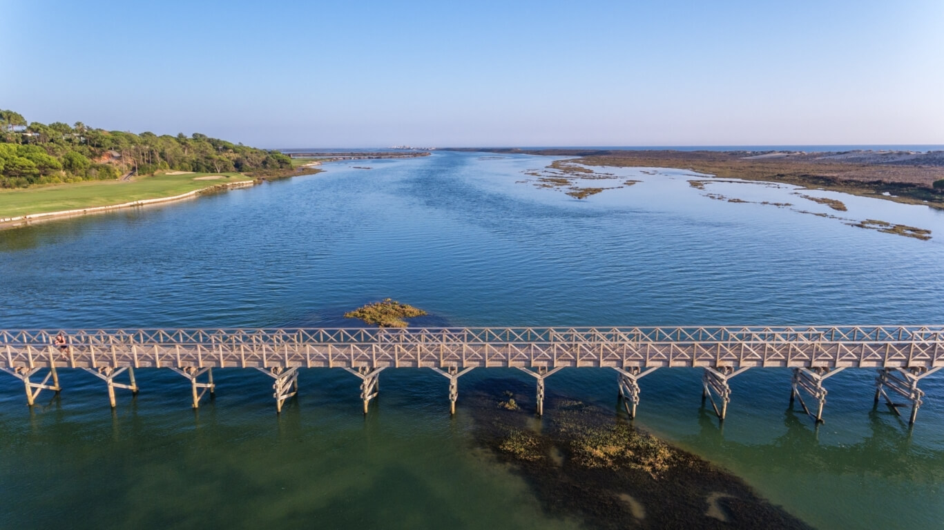 Bridge towards Quinta do Lago beach