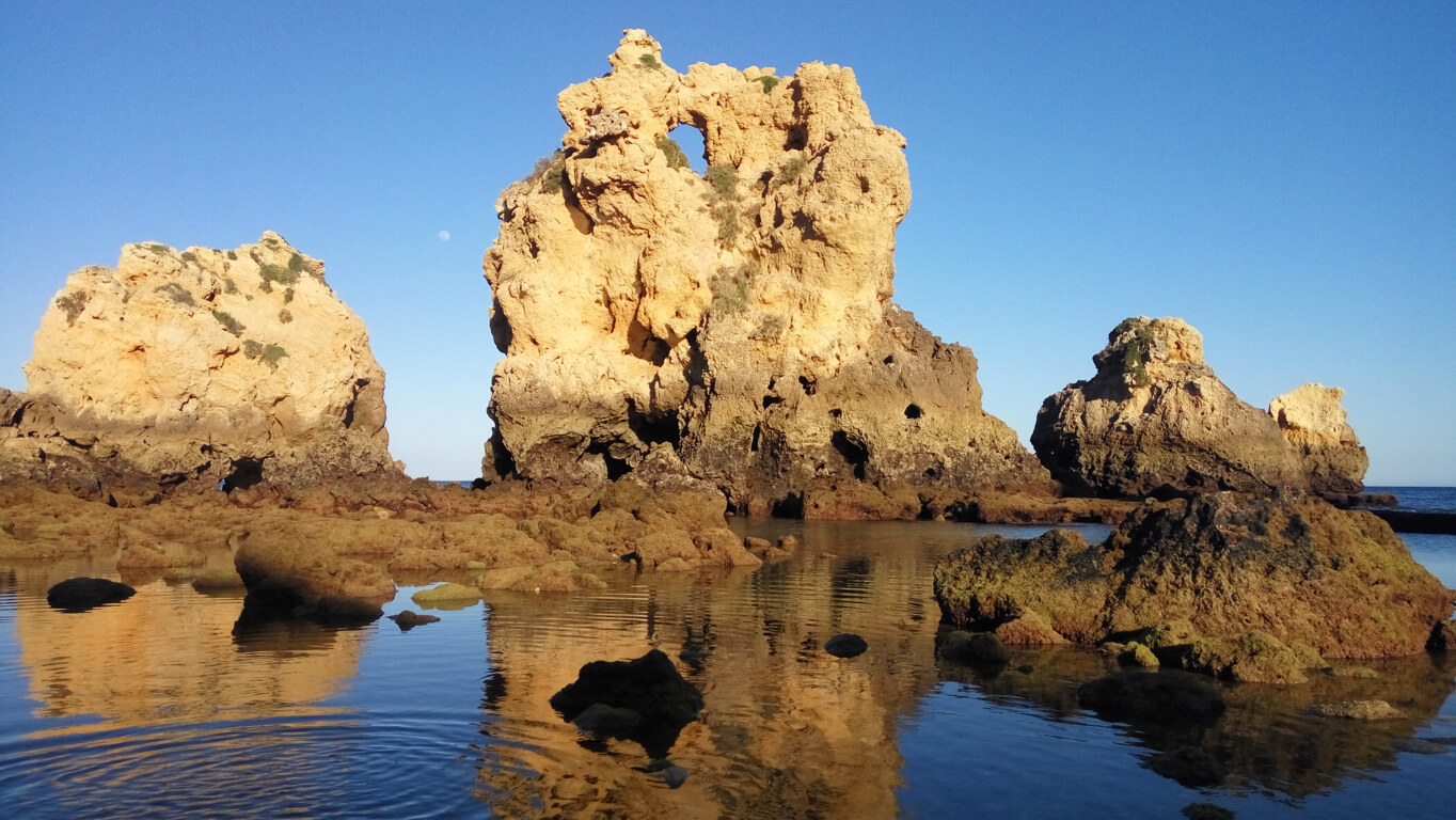 Rock formations at Praia dos Arrifes