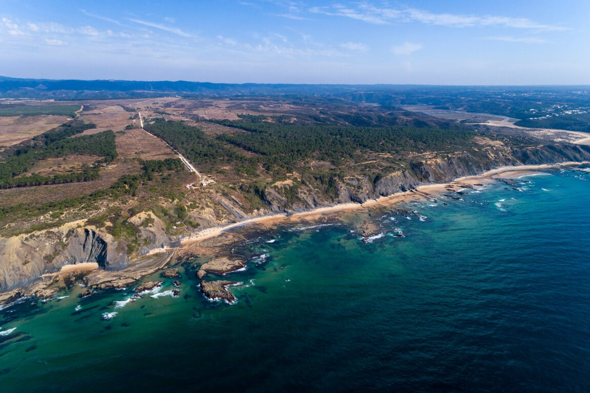 Wide view of Carriagem beach