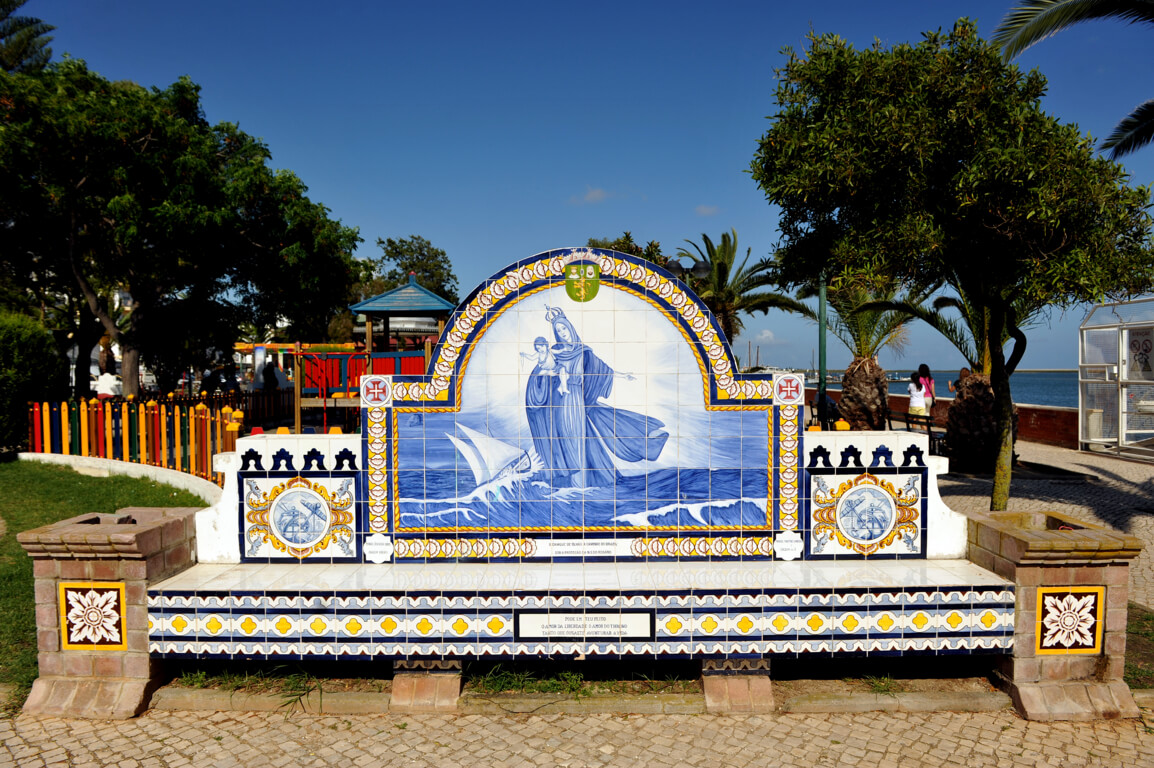 Olhão bench of tiles
