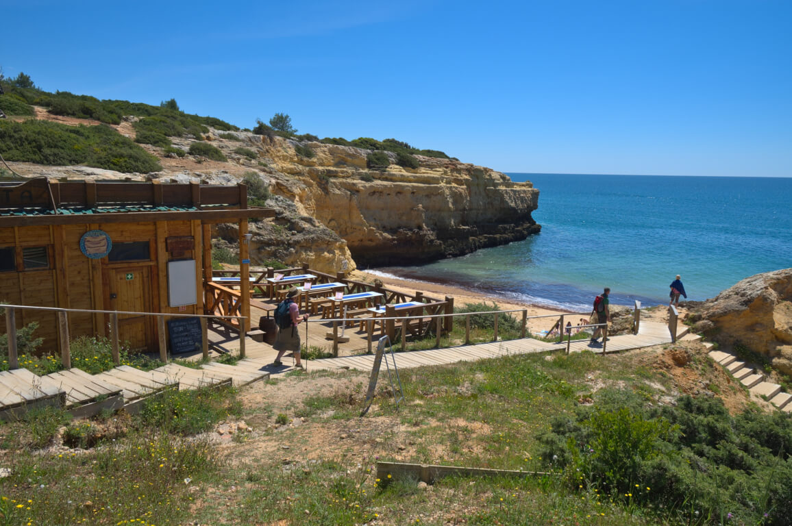 Beach bar O Pirata behind the beach