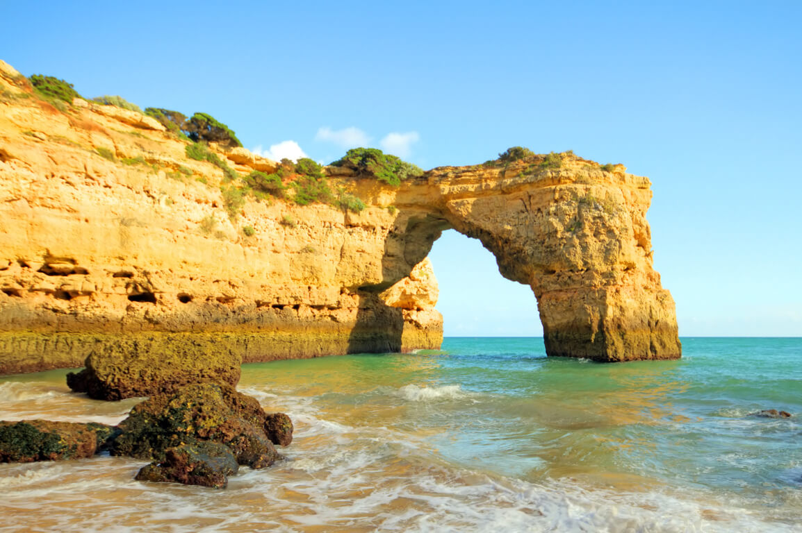 Arco de Albandeira seen from Praia da Estaquinha